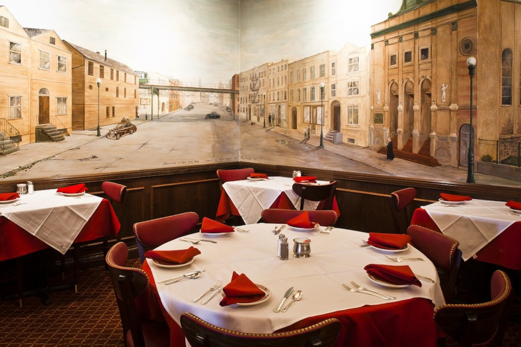 mural of old Chicago in dining room - photo by chicagonow.com