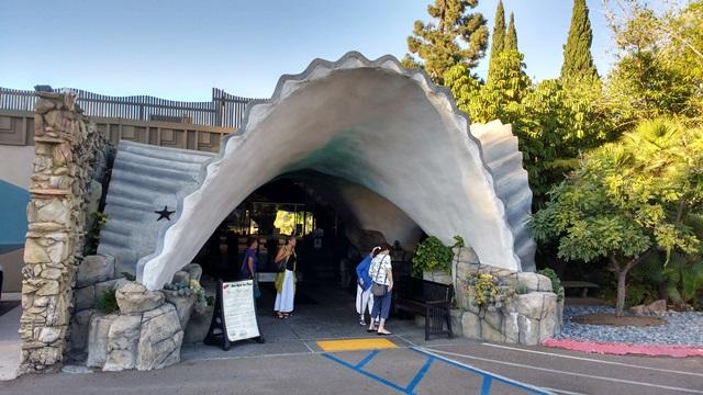 entrance to La Mesa Fish Grotto - photo by Dean Curtis